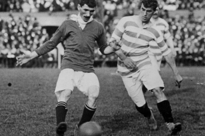 Billy Meredith 1907-1908: The first title. Manchester United won their first title over 100 years ago in the 1907-1908 season. Billy Meredith (left) was one of the players who contributed to the win.  Cr. <warp>www.bbc.co.uk/newsround/22264796</warp>